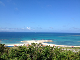 Kafuwa Nanjyo目の前にある「あざまサンサンビーチ」